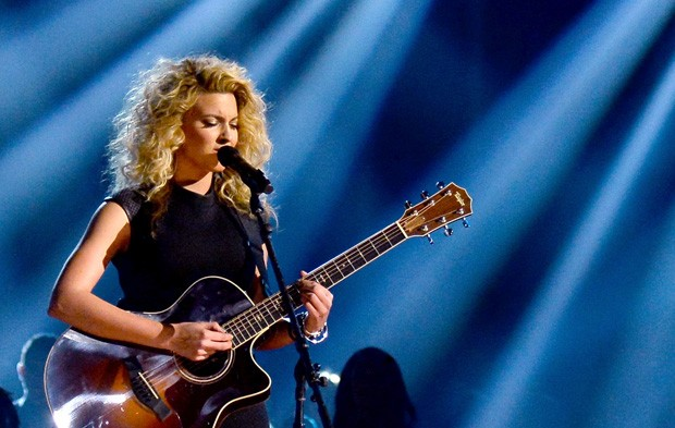 """Kia's One to Watch"" Tori Kelly Owns BBMAs With Acoustic Performance"