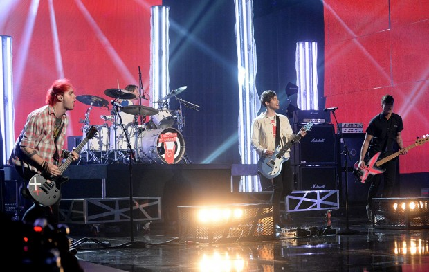 Which 5SOS Member Should Be Your New Year's Kiss?