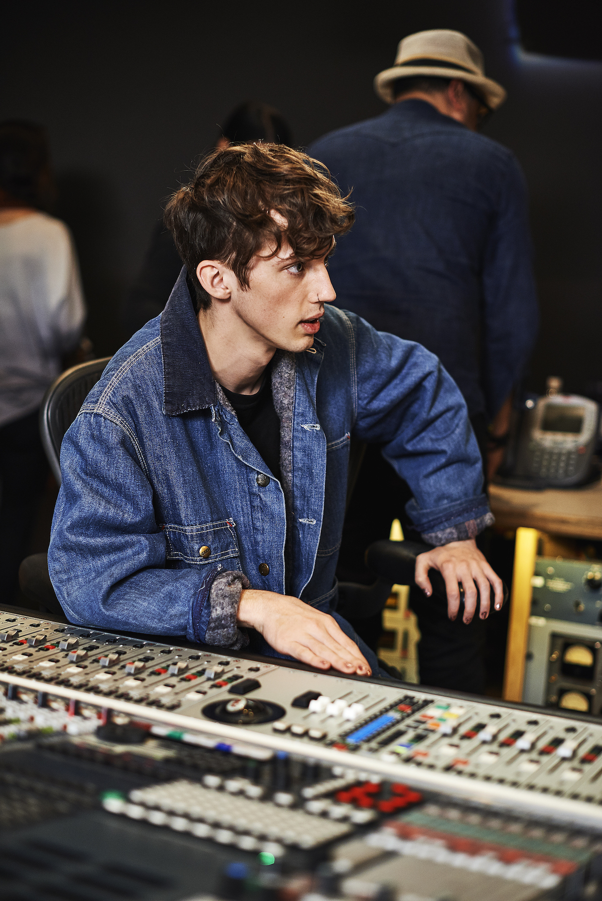 Photo Gallery: Behind-the-Scenes with Troye Sivan ...