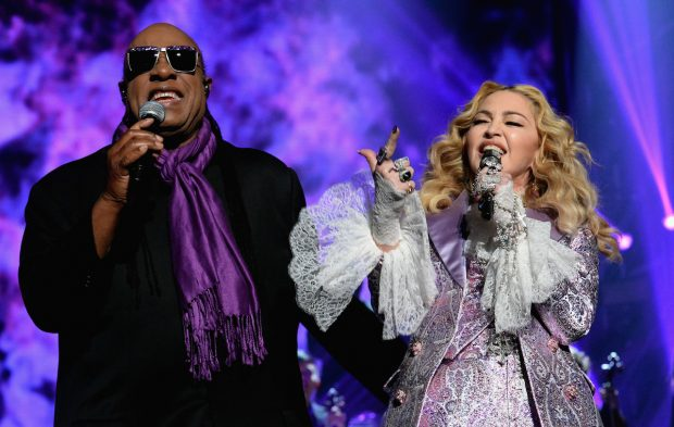 Madonna and Stevie Wonder Pay Tribute Prince at the BBMAs