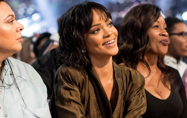 14 Rihanna GIFs You Need To Celebrate Her 14 Nominations
