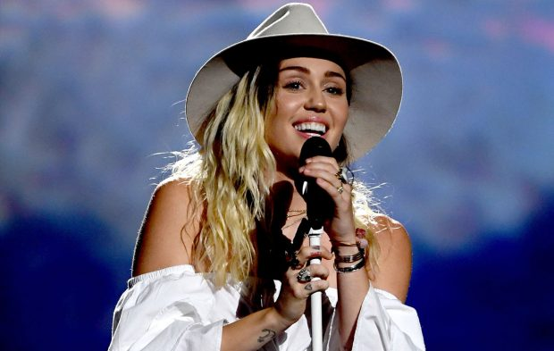 "Miley Cyrus Brings ""Malibu"" to Las Vegas at the BBMAs"